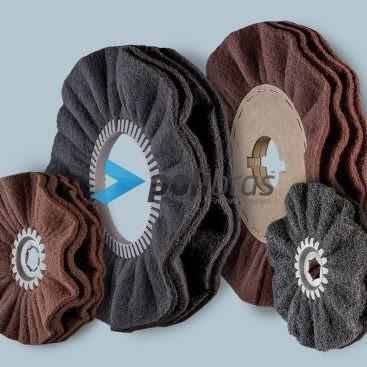 Discos Ventilados de Malha Abrasiva, da categoria Abrasivos, da Polibras. Com grapa ou centro metálico, com possibilidade de impregnação.