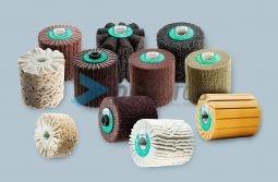 Escovas para Máquinas Satinadoras com diversas combinações: lamelas de malha abrasiva, lixa, ondulados, ventilados de tela, escovas de corda de sisal.