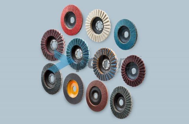 Discos Lamelares com diversos materiais e grãos: Lixa (papel ou tela), surface conditioning e misto de surface conditioning e lixa.