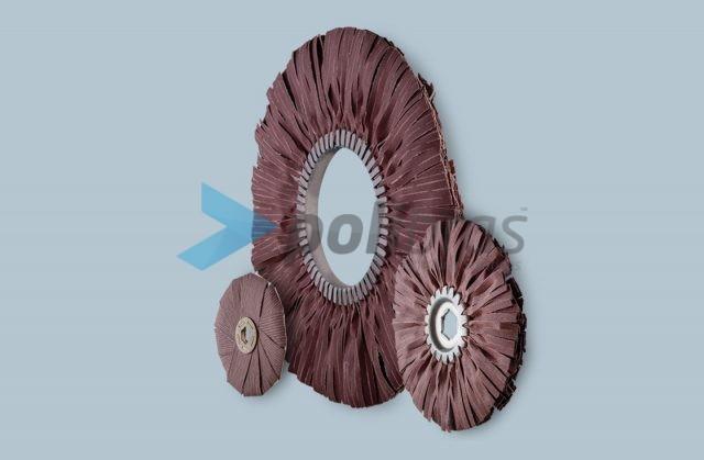 Discos de Lixa Seccionada, da categoria Abrasivos da Polibras. Discos de lixa seccionada ou em estrela. Com possibilidade de impreganação.