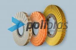 Discos Pregueados em M, da categoria Polimentos, da Polibras. Em tela ou sisal/tela, com grapa metálica. As melhores soluções de acabamento.