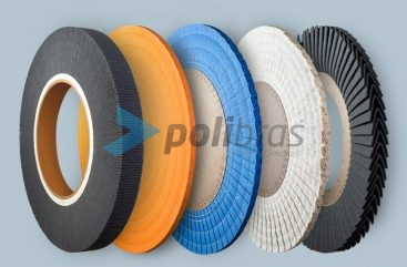 Discos Maxi da categoria de Polimento e Abrasivos da Polibras. Possibilidade de diferentes materiais. Permite furos com diversos tamanhos e formas.